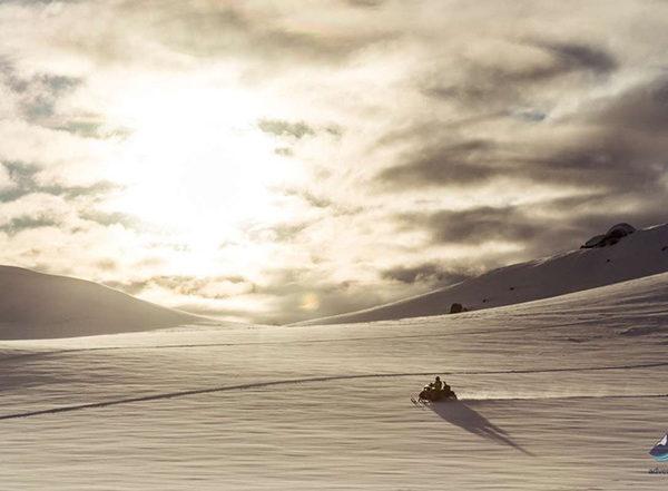 Snowmobiling-tour-Langjokull-glacier-Iceland107-1200x800