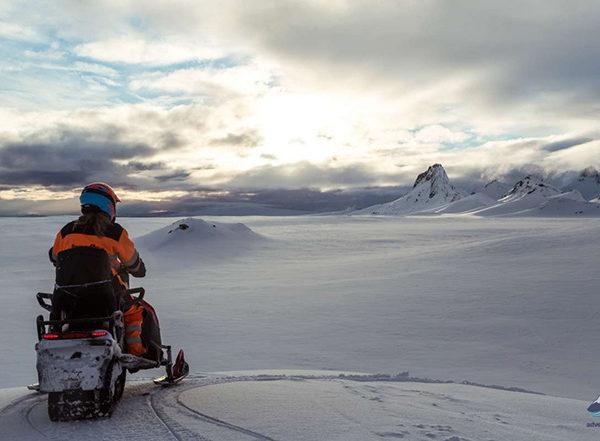 Snowmobiling-tour-Langjokull-glacier-Iceland118-1200x800