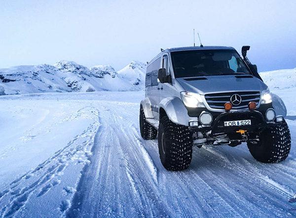 Snowmobiling-tour-langjokull-glacier-iceland-6-1200x800