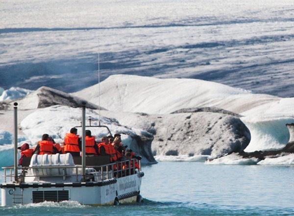 Jökulsárlón glacier lagoon amphibian boat
