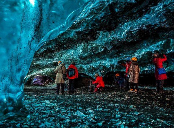 2000x1333_ice_caves_crystal_cave_gallery_3_einarolafurmatthiasson-1024x682