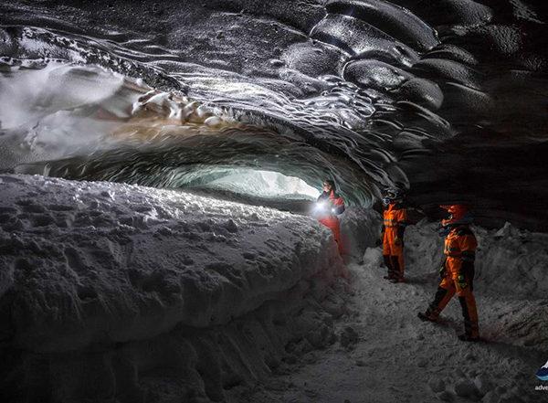 Snowmobiling-tour-Langjokull-glacier-Iceland53-1200x800